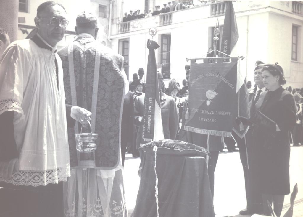 """Lo stendardo dell'ANC """"Arruzzo"""" durante una celebrazione religiosa"""