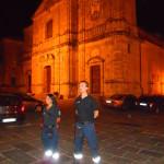 volontari-durante-il-servizio-davanti-la-Cattedrale-di-Squillace.JPG