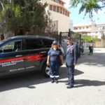il-coordinatore-mar-ranieli-e-la-volontaria-davanti-la-scuola-vivaldi-di-via-crotone-1024x768